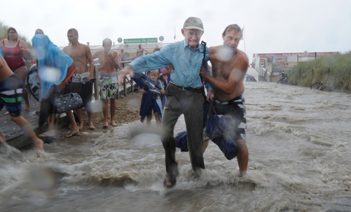 Martin Mooij: Plotseling noodweer in Egmond aan Zee, 2012