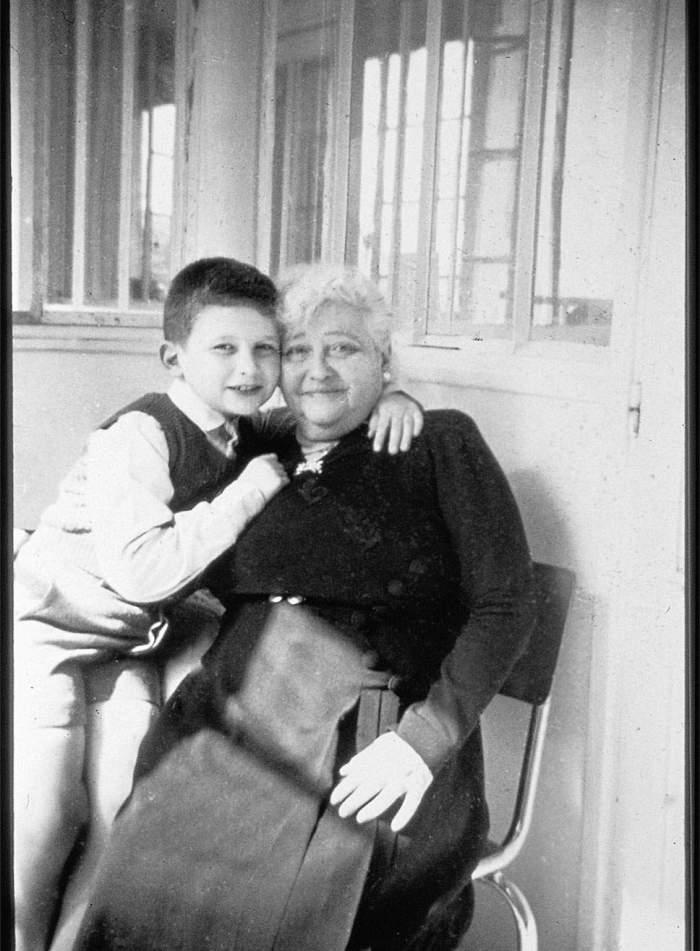 Kleine Jean Paul met Nana - de grootmoeder