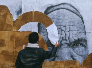 "Hamideddine Bouali: ""Regards"", Bab B'har (Porte de France). Tunis 18 maart 2011."