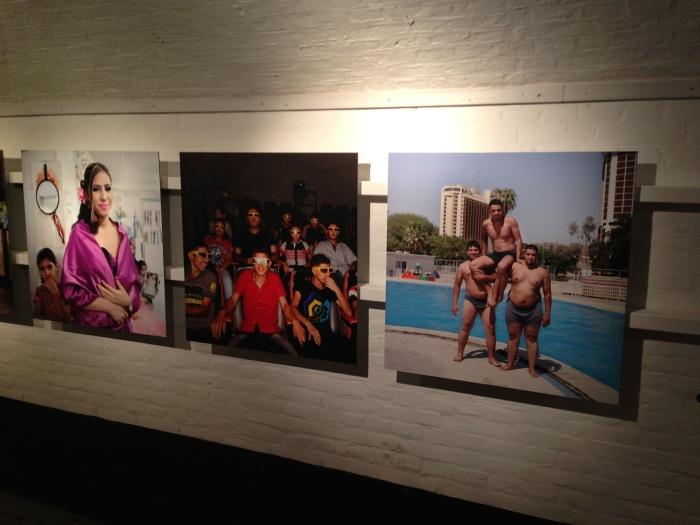 Gang in het Vestingmuseum met werk van Marieke van der Velden