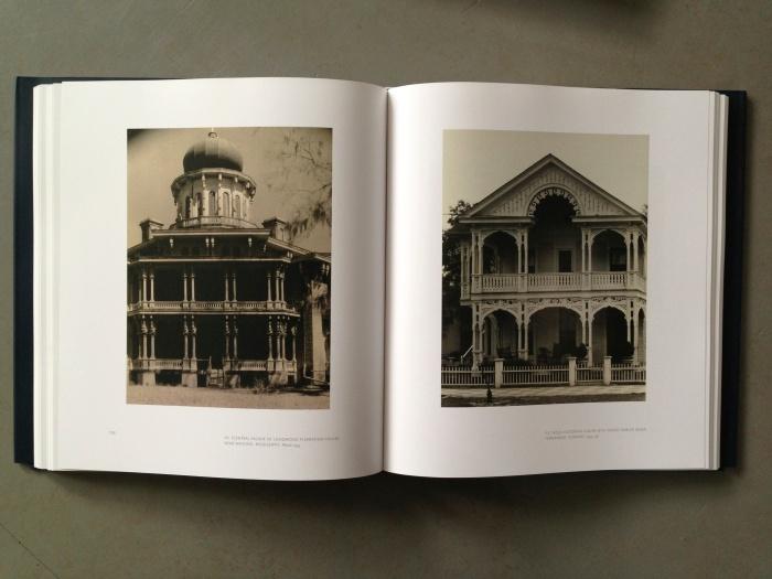 © Walker Evans links: Central Facade of Longwood Plantation House, Near Natchez, Mississippi, 1935 rechts: Folk Victorian House with Front-Gabled Roof, Fernandez, Florida, 1935-36