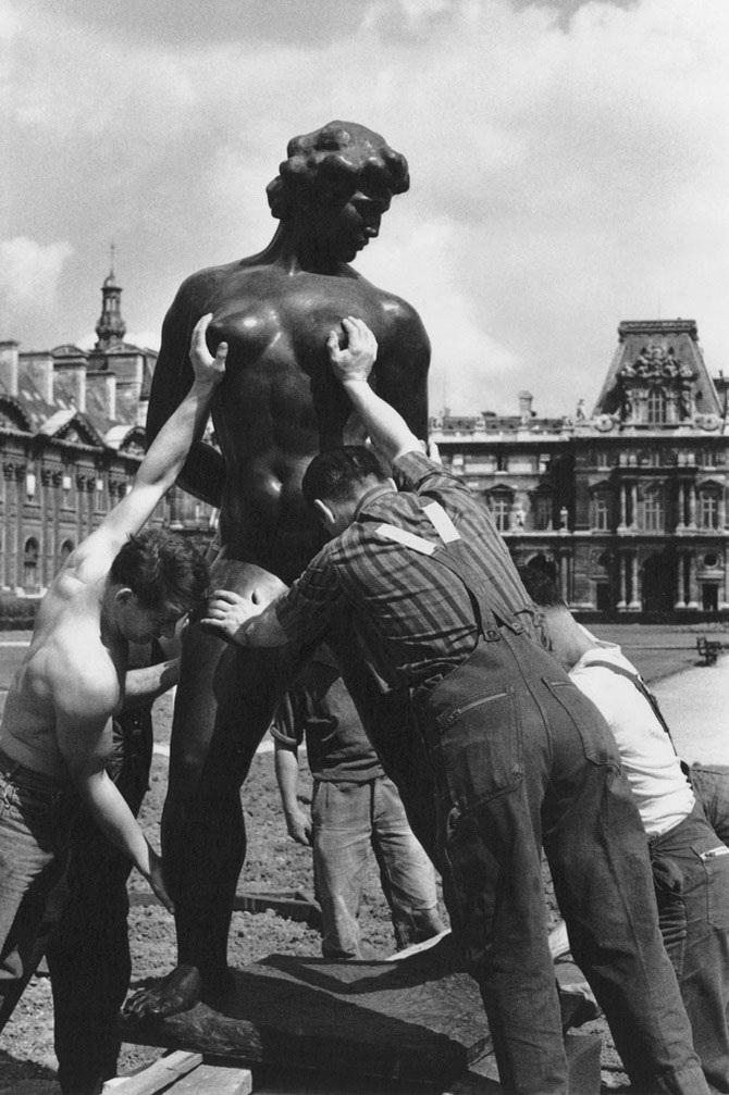 Robert Doisneau, Venus prise à la gorge, 1964