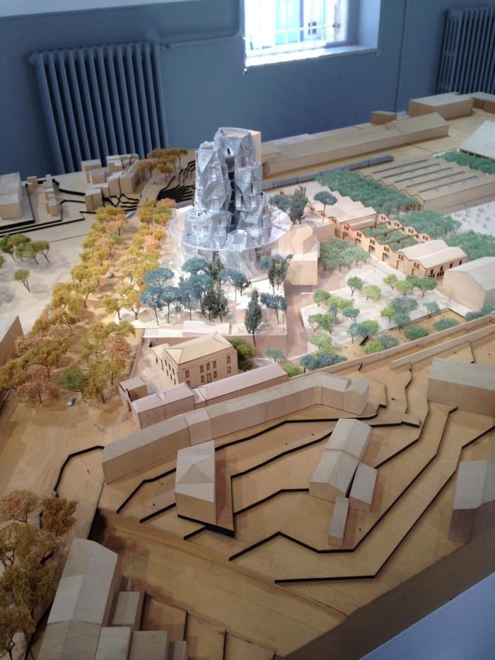 Maquette met de nieuwe toren van Frank Gehry
