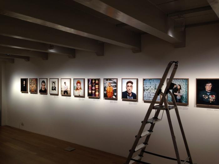 De tentoonstelling in opbouw