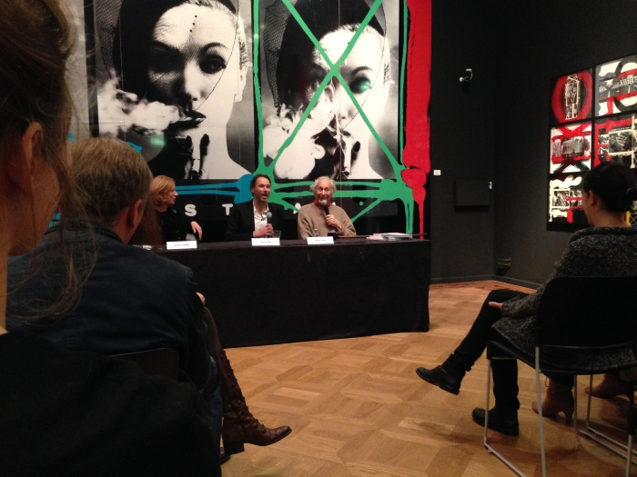 Persconferentie in Foam, met v.l.n.r. aan tafel: Marloes Krijnen, Marcel Feil, William Klein