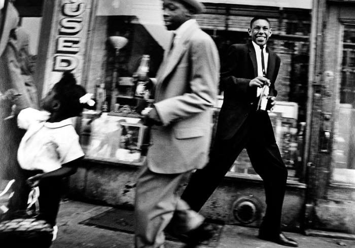 Moves + Pepsi, New York, 1955 © William Klein