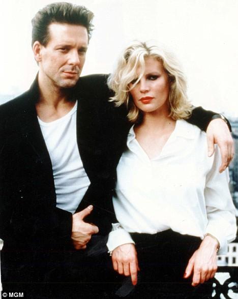 © MGM: Kim Basinger en Mickey Rourke in 9 1/2 weeks, 1986