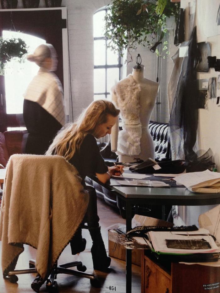 Iris van Herpen in haar studio Foto © Inga Powilleit voor ELLE