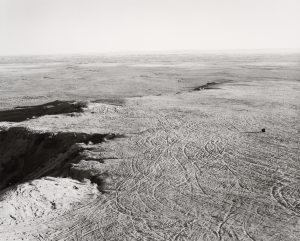 © Robert Adams: Quarried Mesa Top, Pueblo County, Colorado, 1978 / Courtesy Fraenkel Gallery, San Francisco et Matthew Marks Gallery, New York