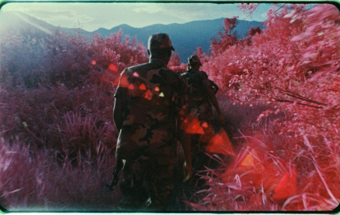 Still uit 'The Enclave', ©Richard Mosse, 2012. M23 rebellen in Virunga National Park, North Kivu, november 2012.