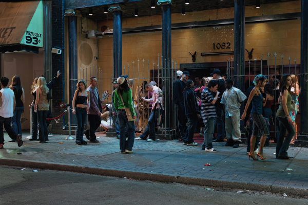 © Jeff Wall: In front of a nightclub, 2006, courtesy of the artist