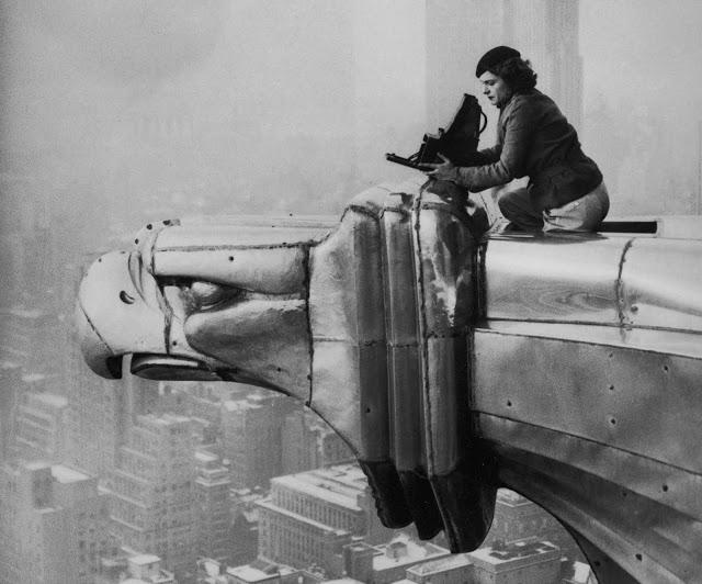 Margaret Bourke-White op het Chrysler-gebouw, 1934 © Oscar Graubner