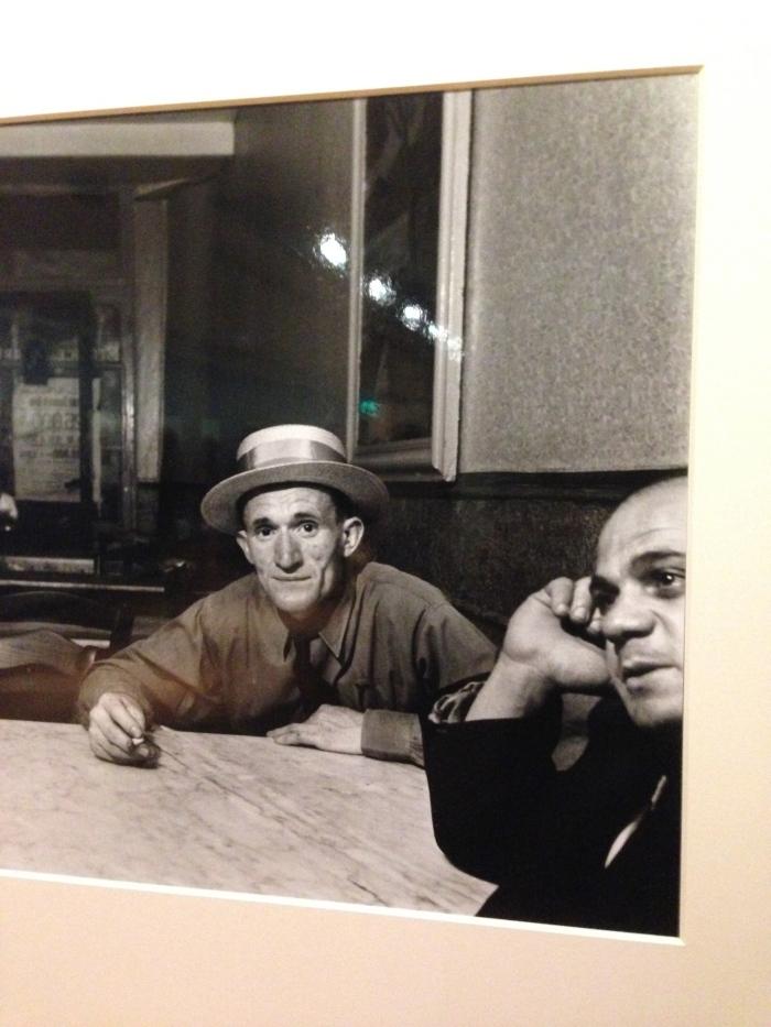 Emmy Andriesse, Twee mannen aan tafel, Arles, 1951-1952