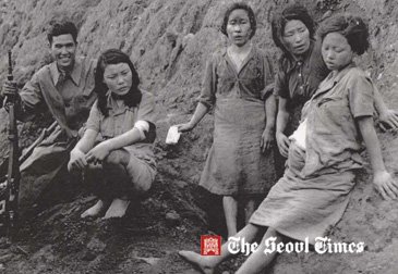 Ms. Park Young-Shim (center) poses with her comfort woman friends in North Korean region during the Pacific War. A man with the rifle appears to be Japanese soldier.