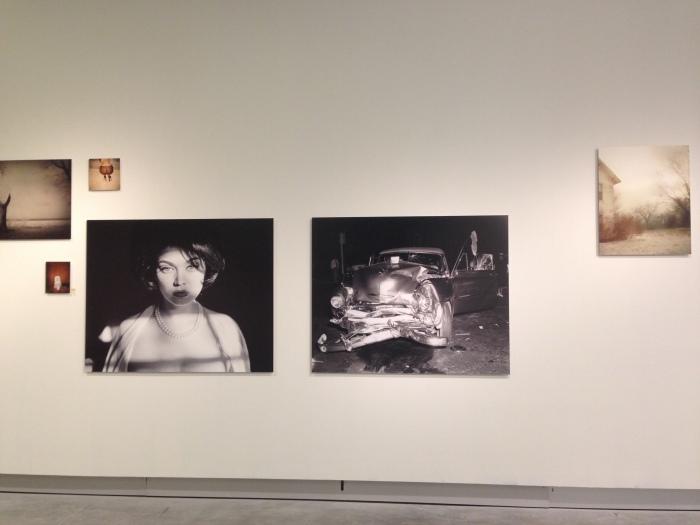 De Amerikaan Todd Hido reisde voor Excerpts from Silver Meadows (2013) terug naar de plekken van zijn jeugd / installatie tijdens BredaPhoto 2014 in MOTI