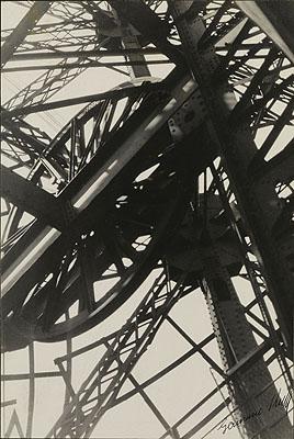 © Germaine Krull: De Eiffeltoren, 1927