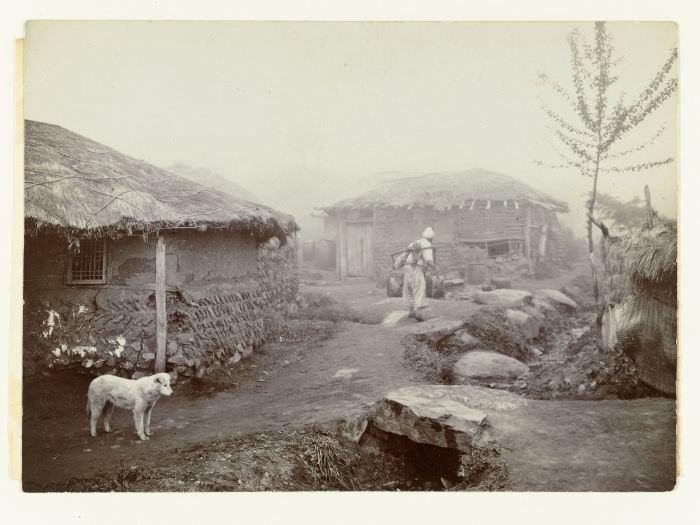 Jan Adriani: Huizen in Pyongyang, 1907. Collectie Rijksmuseum
