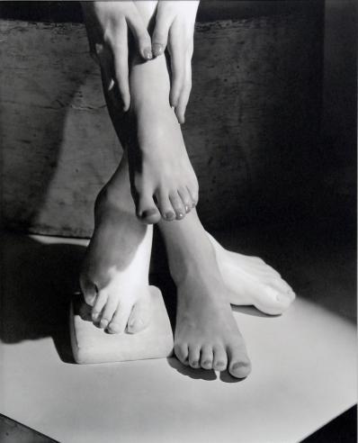 © Horst P. Horst: Barefoot Beauty, 1941