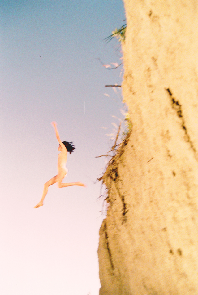 Ryan McGinley, Coco's Cliff, 2009. Particuliere collectie. Courtesy: Ryan McGinley/ Team Gallery, New York
