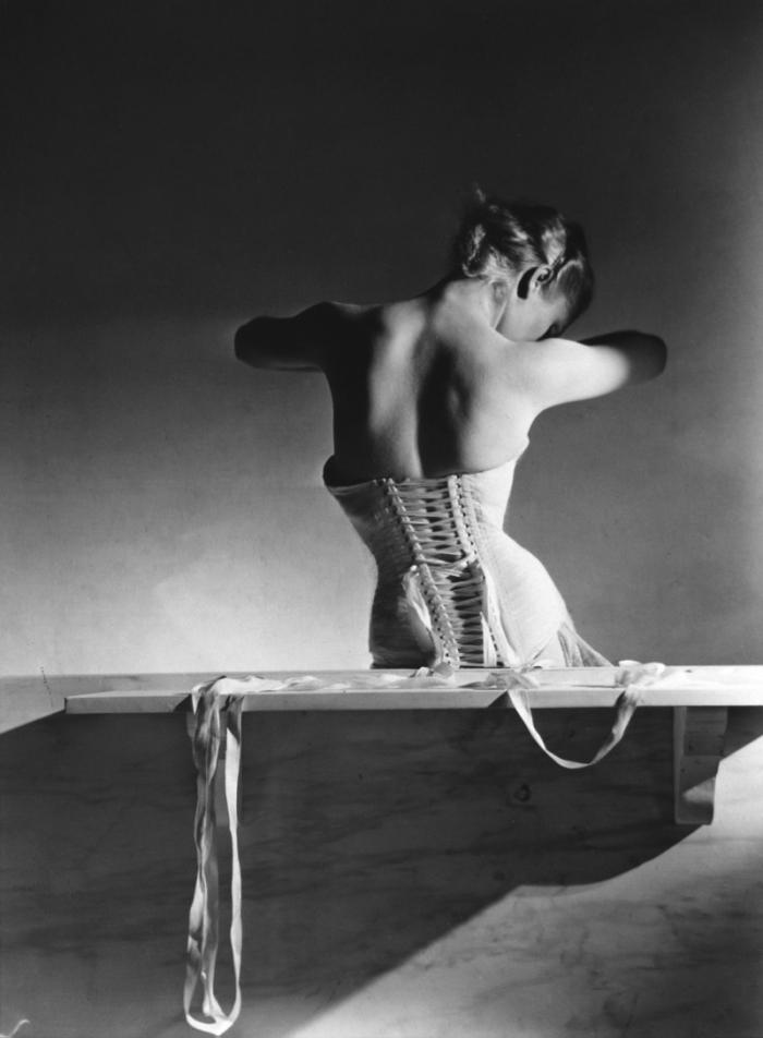 © Horst P. Horst: Mainbocher Corset, 1939