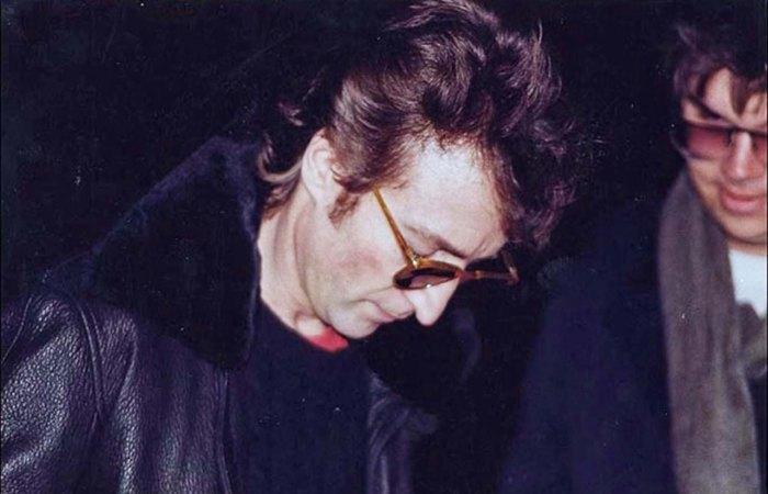 John_Lennon_Chapman_1980